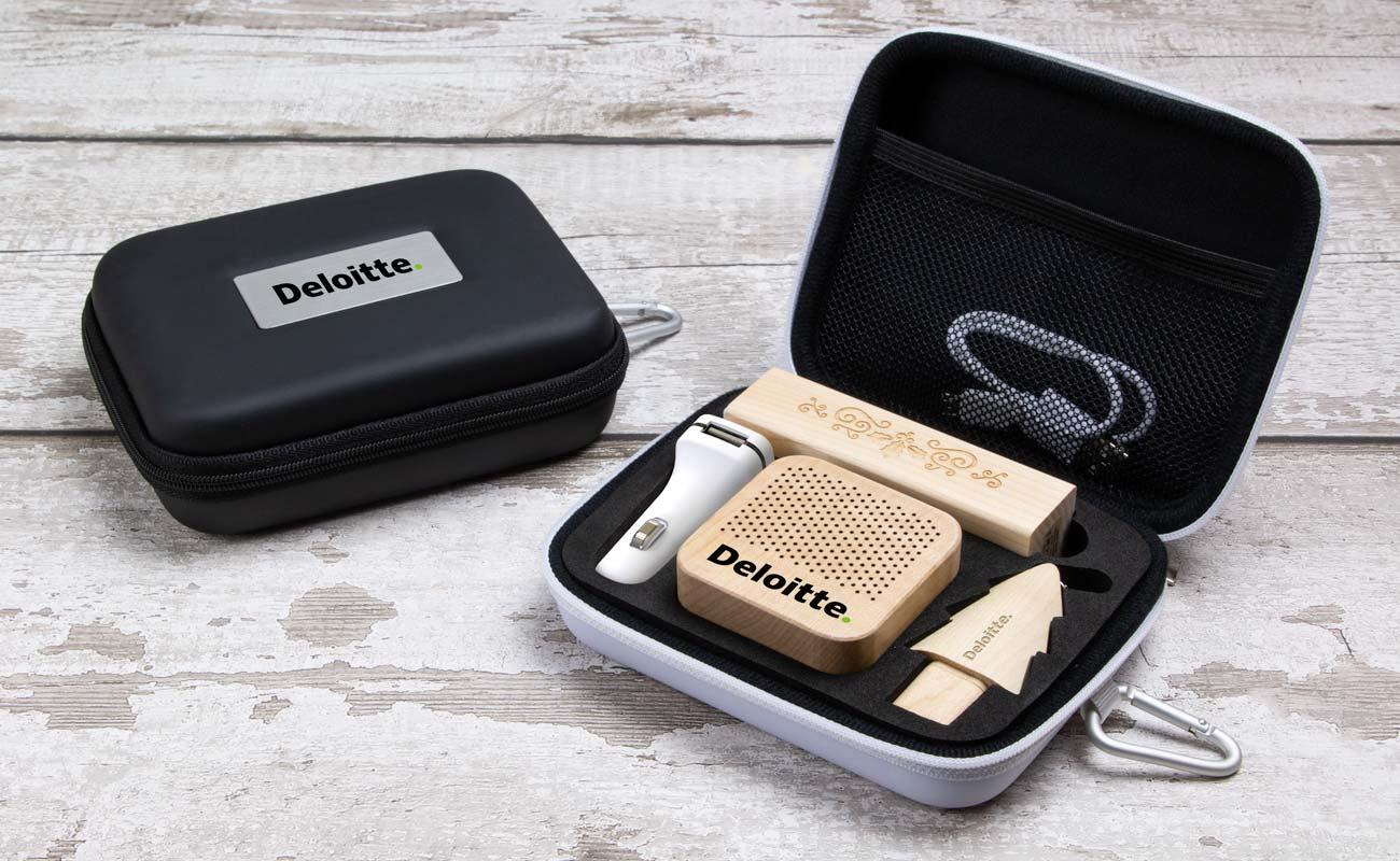 Noel L - Clé USB Personnalisée, Batterie Externe Personnalisée, Custom Car Charger et Enceinte Professionnel